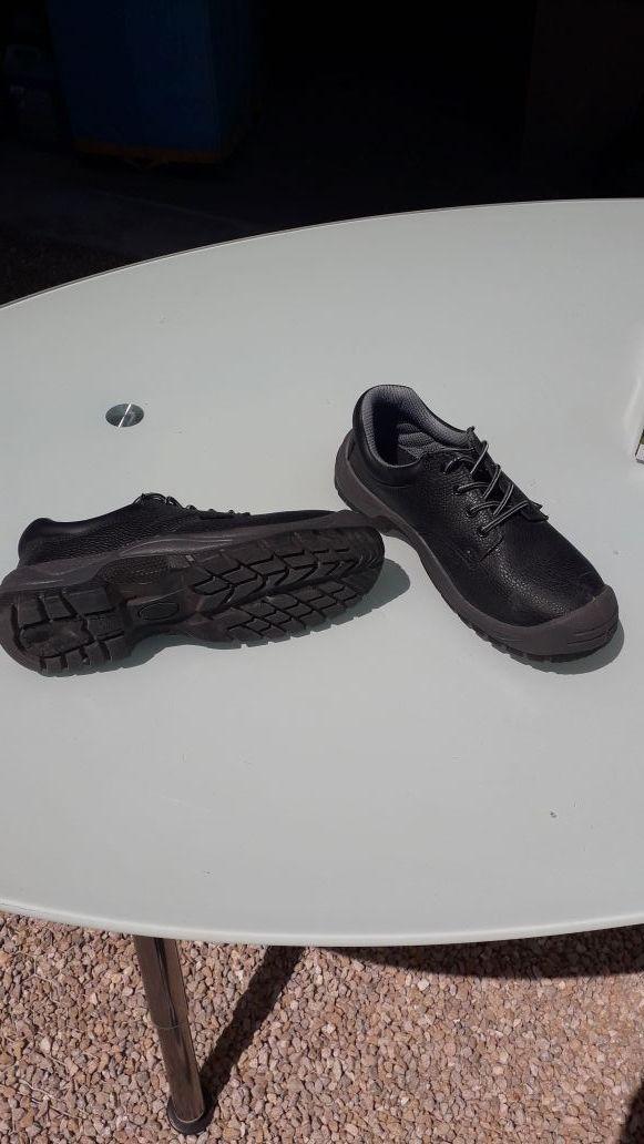 Chaussures de sécurité (état neuf)