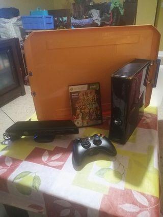 XBox 360 con peliculas, mando original y kinnet