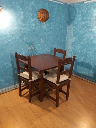 conjunto mesa y cuatro sillas de madera