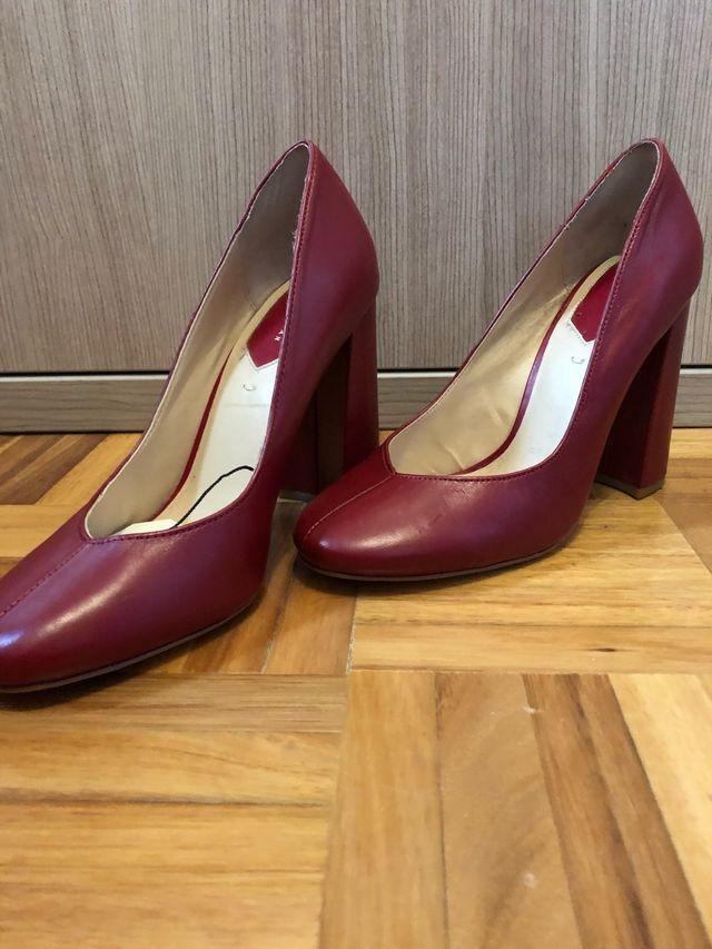 Zapato tacón rojo