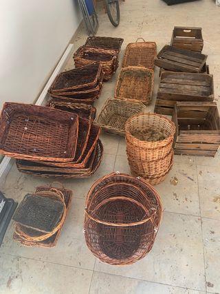 Lote de cestos y cajas antiguas de madera