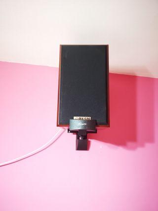 monitores estantería
