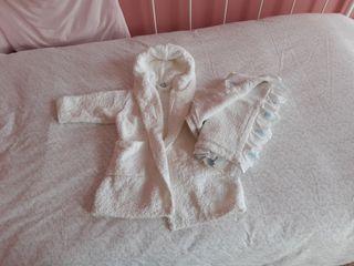 albornoz y toalla