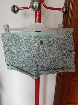 Bershka short estampado serpiente