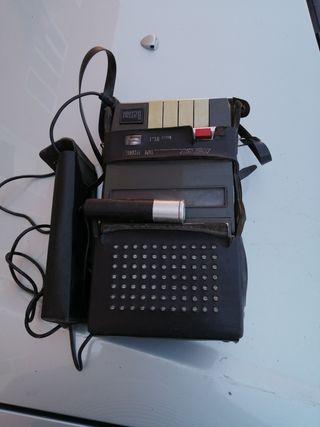 radio. caset antiguo con micro y estuche