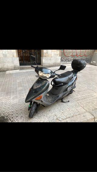 Moto Suzuki AN 125 scooter