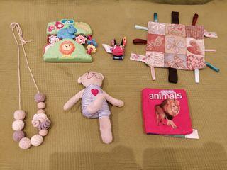 juguetes de bebé. Primeros juguetes.