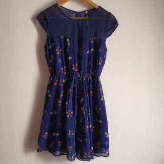 vestido corto azul Stradivarius