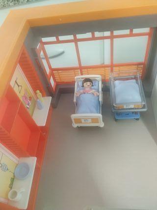 Hospital infantil de playmobil.