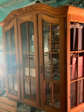 Alacena armario de madera maciza tallada