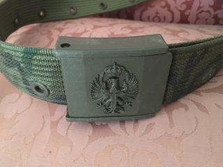 Maleta, cinturón y pantalón militar