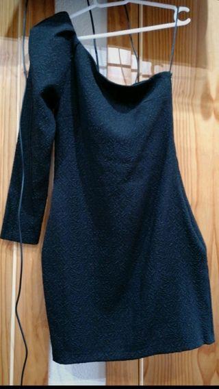 vestido corto con una manga larga