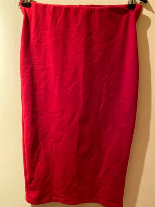 Preciosa falda lefties roja tubo Esta perfecta