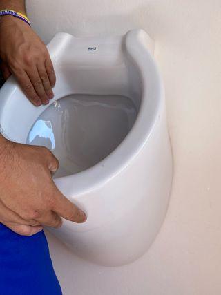 Urinario de porcelana ROCA.