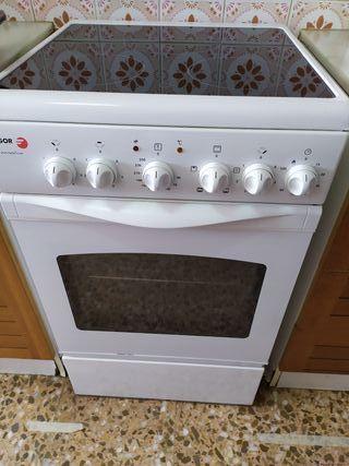 cocina eléctrica con vitro, regalo nevera.