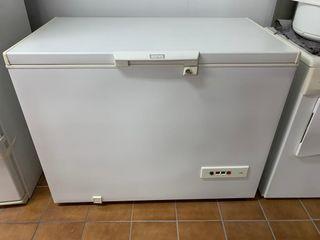 Arcón congelador marca Indesit