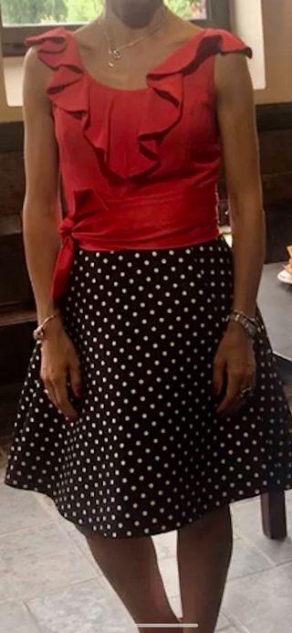 Vestido de fiesta rojo con falda lunares