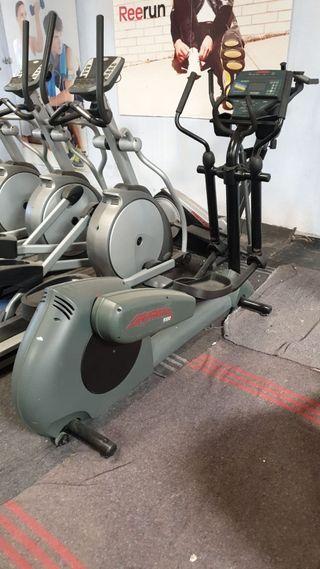 Bicicleta elíptica Lifefitness