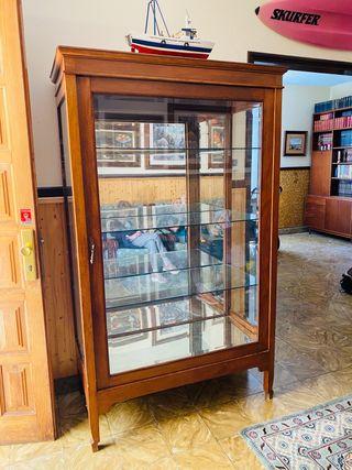Armario vitrina antiguo