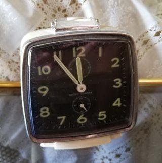 Reloj despertador vintage de cuerda