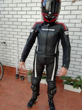 mono cuero moto mujer