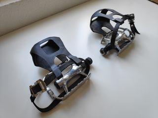 pedales bici spinning con sujeta pie.