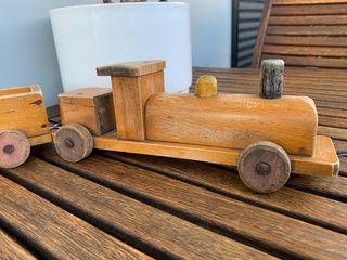 Tren de madera antiguo