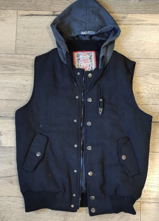 Chaleco negro con capucha S