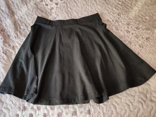 Falda negra con vuelo H&M