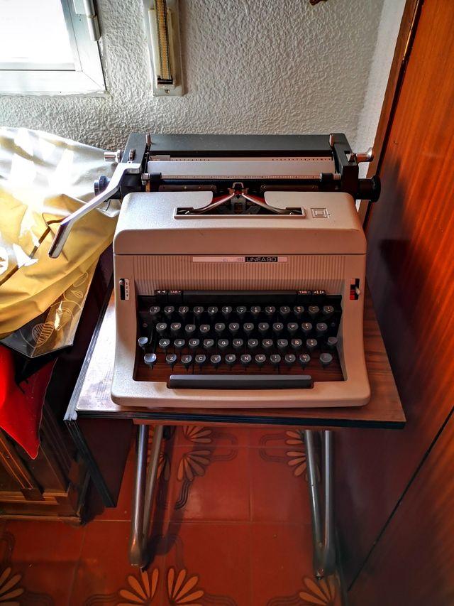 Máquina de escribir Olivetti Línea 90