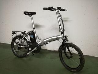 Dos bicicletas eléctricas