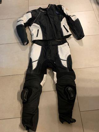 Mono moto mujer