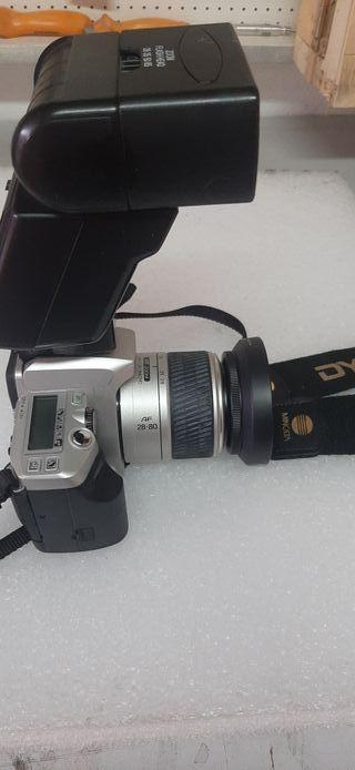 cámara de fotos analógica con flash