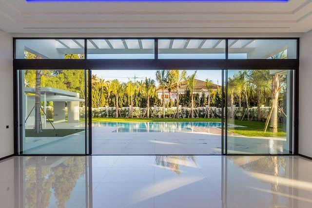 Villa en venta en Guadalmina en Marbella (Atalaya Isdabe, Málaga)