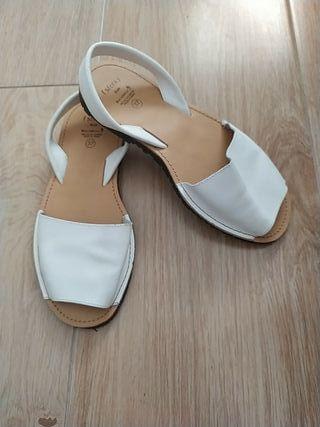 Sandalias ibicencas de piel blanca t-37