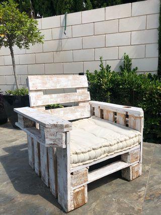 Butaca/sillón de palets blanca.