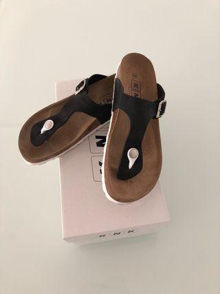Sandalias suaves negras nuevas