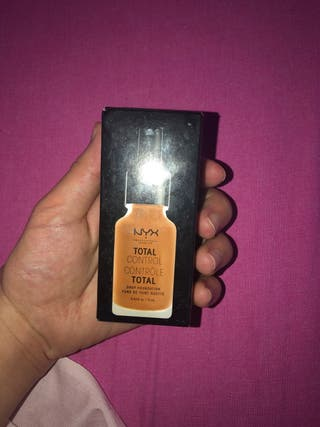Base de maquillaje Total Control Drop NYX