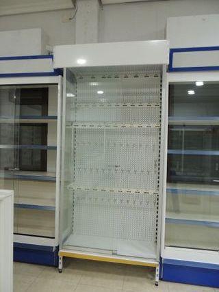 Panel expositor de pinchos con cristalera
