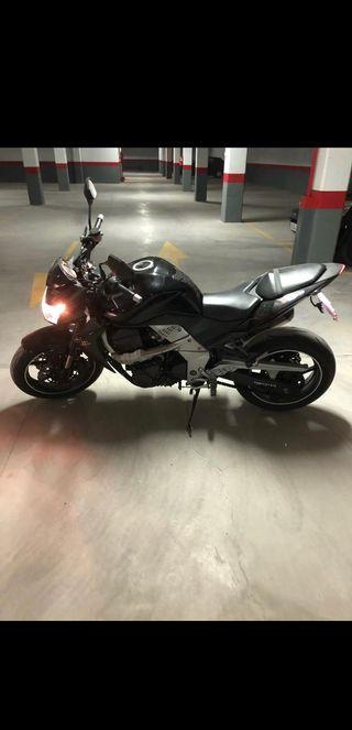 Se vende moto kawasaki z750