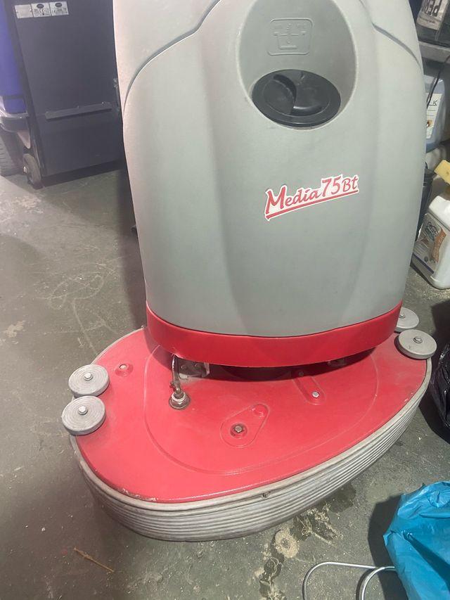 Fregadora de suelos industrial