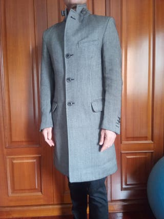 Abrigo gris marca Zara