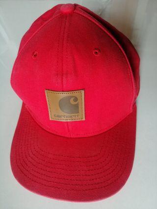 Gorra carhartt color rojo.
