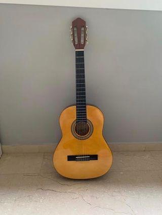 Guitarra española sin usar