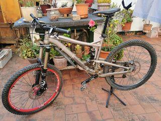 Bicicleta de enduro Diamondback