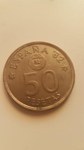 monedas de 25.50 y 100 con cara del mundial 82