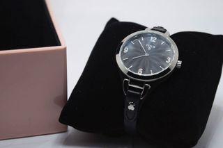 Reloj de pulsera negro de acero