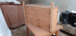 estanteria.fresquera.en madera antigua.