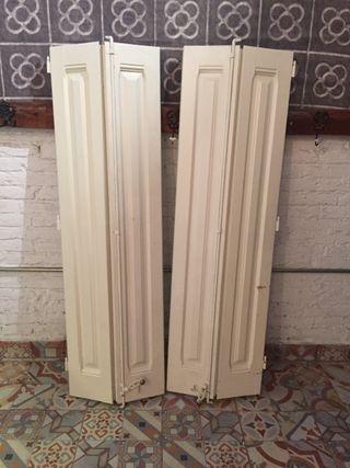 Puerta de ventana madera antigua