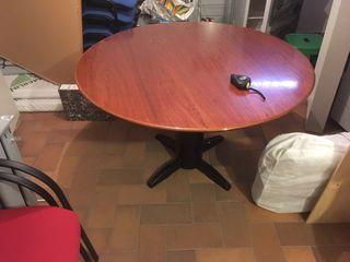 Mesa de reuniones y sillones a juego